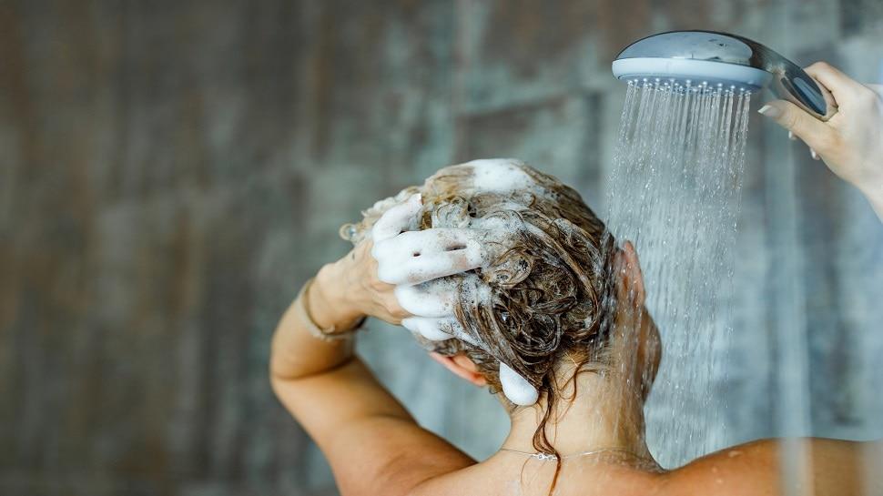 Shampoo for Scalp: ऐसे चुनें बालों के लिए Best Shampoo, लौट कर नहीं आएगा Dandruff