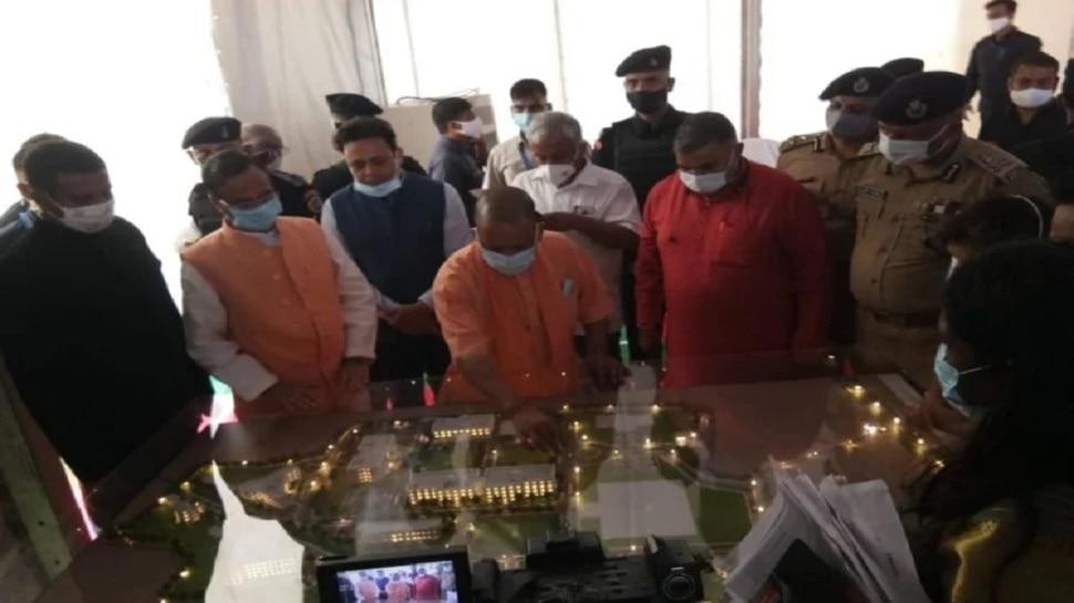 अलीगढ़ में सीएम योगी, राजा महेंद्र प्रताप सिंह यूनिवर्सिटी मॉडल का किया निरीक्षण