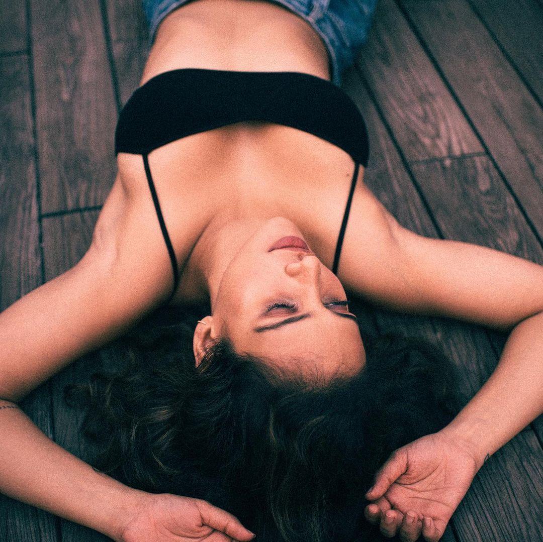Aisha Sharma Bold Pictures