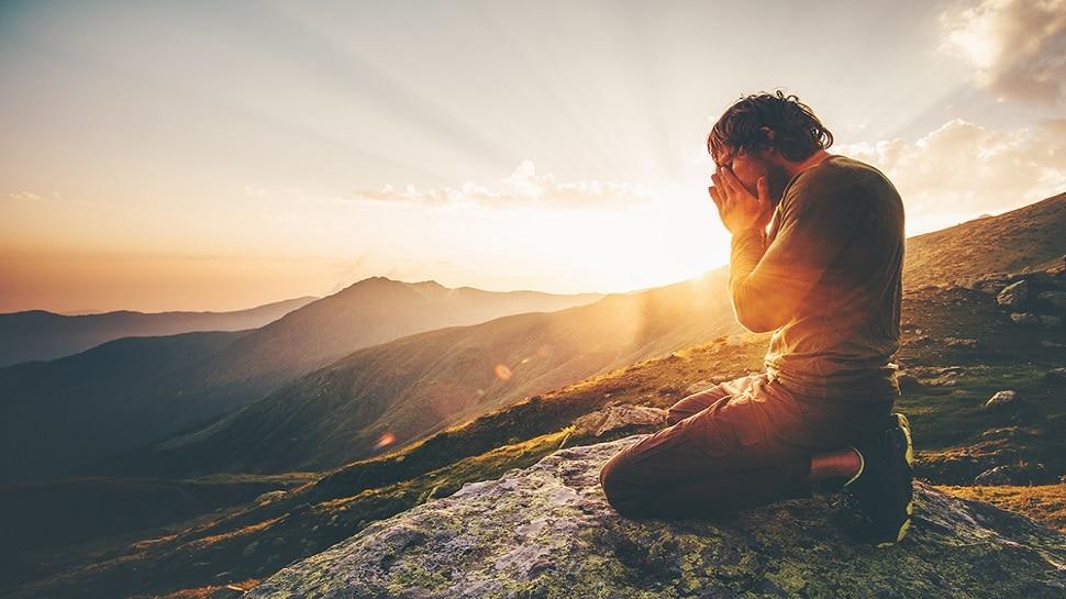 Spirituality : 40 की उम्र के बाद ऐसे जाते हैं अध्यात्म के करीब, जान लें ये तरीका