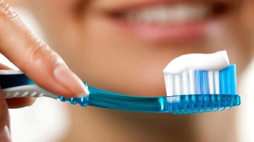 Mumbai: टूथपेस्ट समझकर रेट किलर से साफ किए दांत, फिर लड़की ने तोड़ा दम