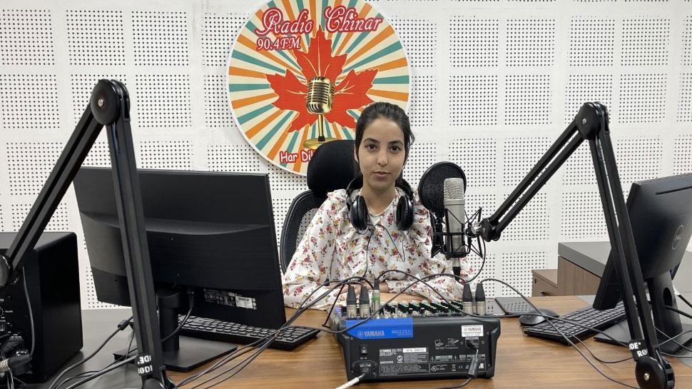 ये लड़की बनी Kashmir की सबसे कम उम्र की महिला RJ, रचा इतिहास