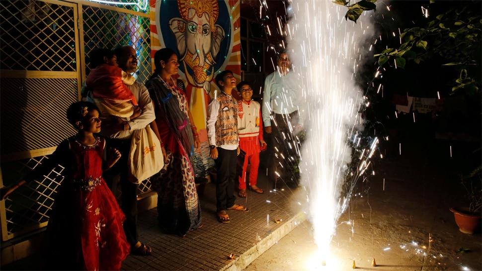 इस साल भी दिवाली पर नहीं फोड़ पाएंगे पटाखे, दिल्ली सरकार ने लगाया पूरी तरह बैन