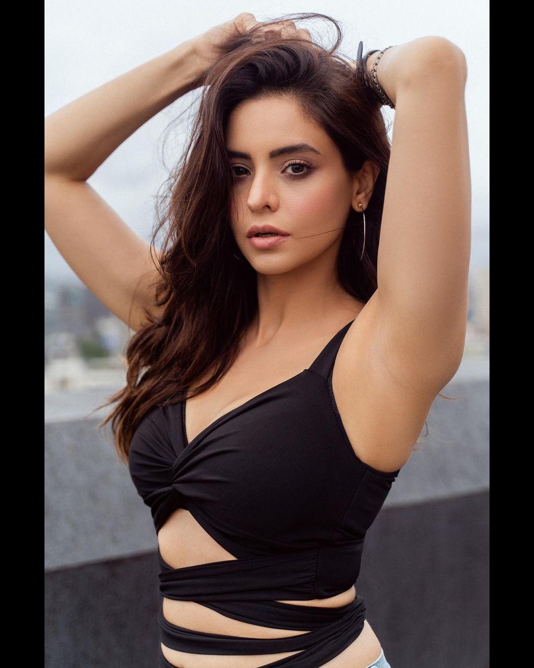 Aamna Sharif Instagram