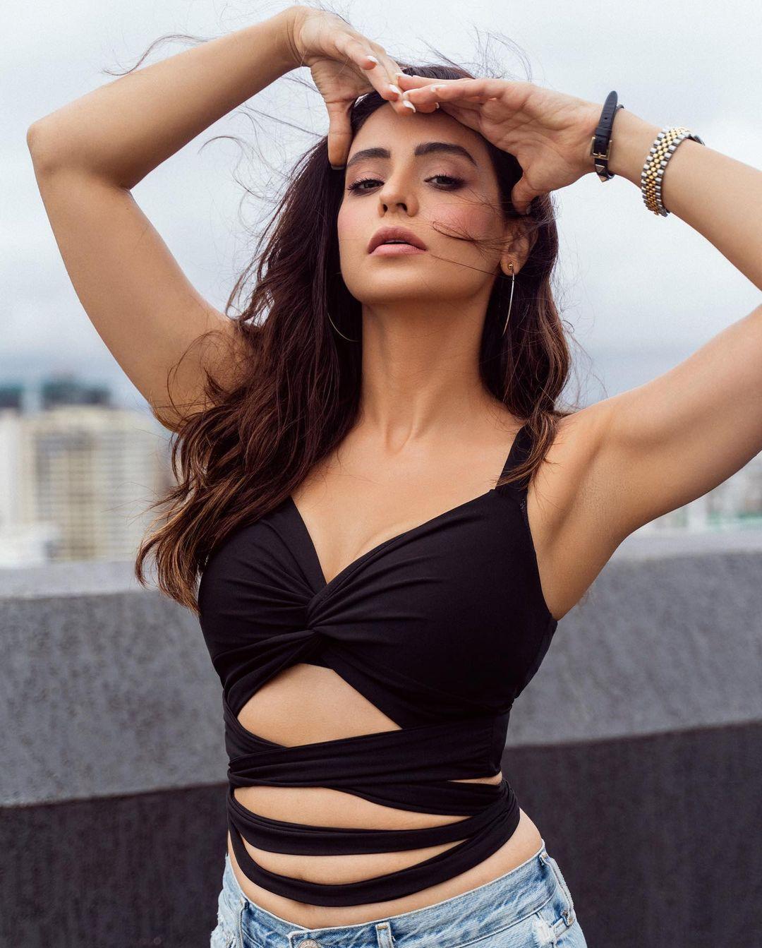 Aamna Sharif Hot Look