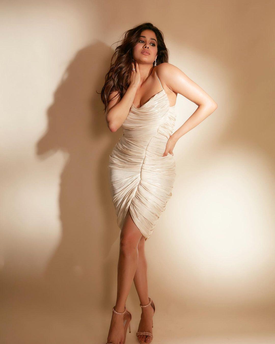 Janhvi Kapoor Bold Photos