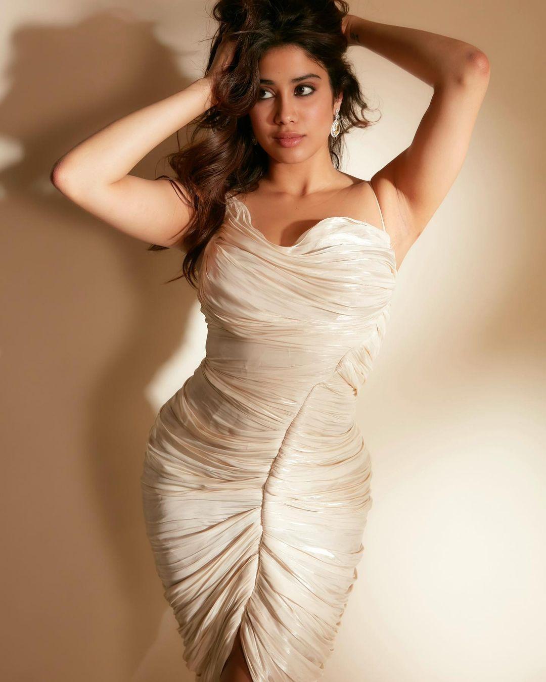Janhvi Kapoor hot Photos