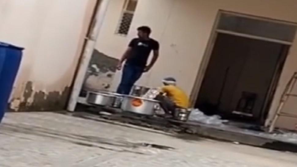 डॉक्टर नहीं बावर्ची बनते हैं यहां बच्चे, बर्तन साफ करते भी दिखे Medical Students