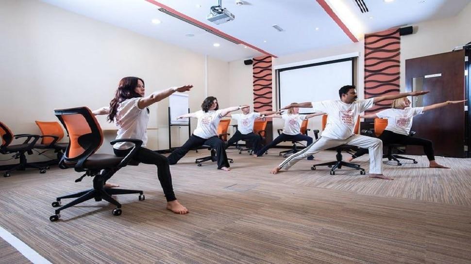 Yoga in office: ऑफिस में भी कर सकते हैं ये योगा, दर्द और ऐंठन हो जाएगी बिल्कुल गायब
