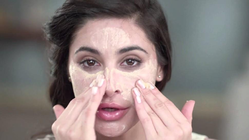 Natural face scrub: इन चीजों से घर बैठे हटाएं चेहरे के ब्लैकहेड्स और डेड स्किन, चमकने लगेगा आपका चेहरा