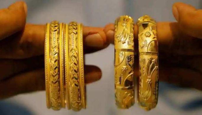 Gold, Silver Price Latest: सोने-चांदी के दाम में भारी गिरावट, रिकॉर्ड कीमत से 9800 रुपये सस्ता हुआ गोल्ड