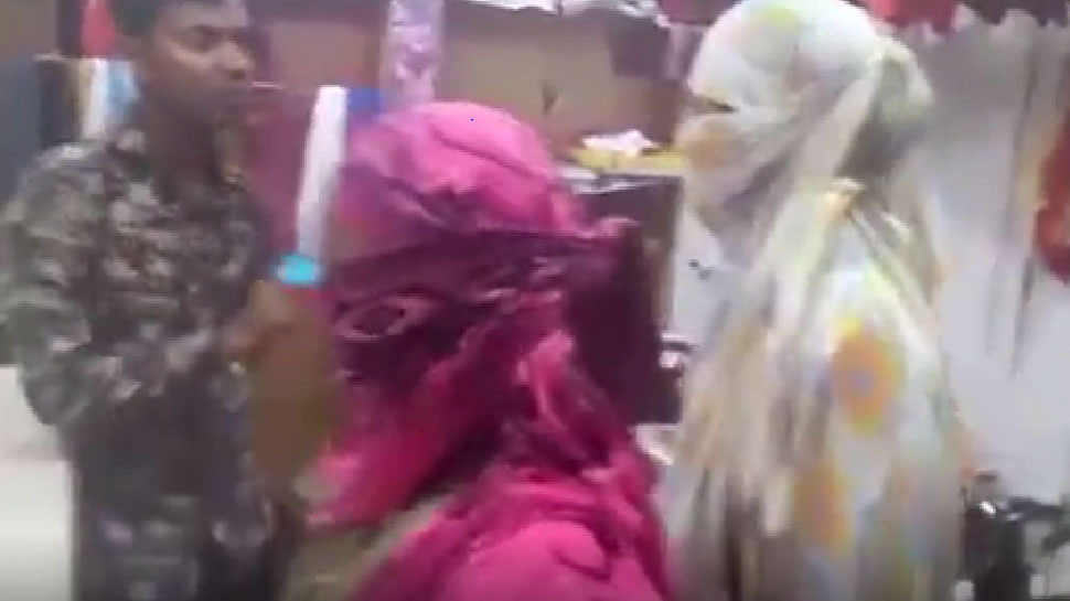 लड़कियों के कपड़े सिलने की आड़ में कर रहा था ये काम, खुली पोल तो जमकर हुई पिटाई, वीडियो वायरल