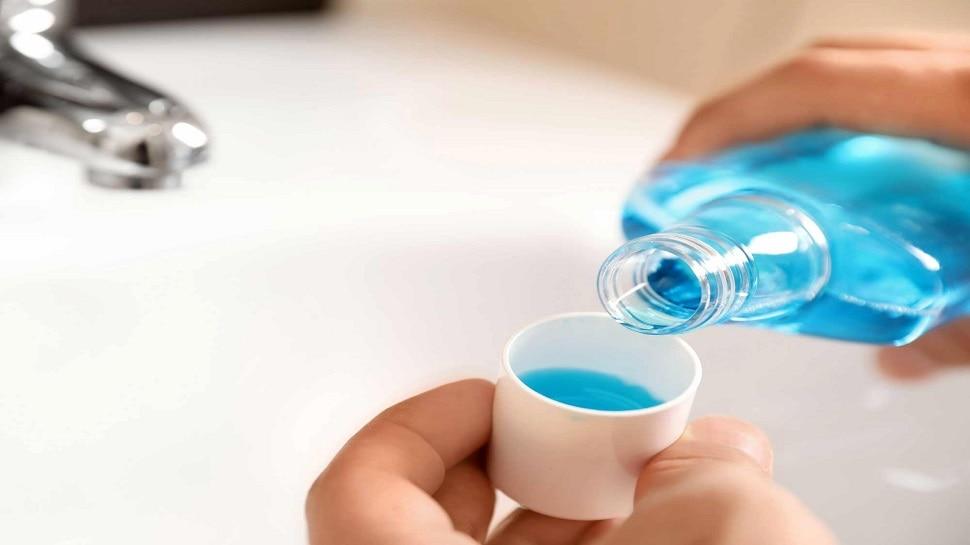 Mouthwash Side Effects: संभलकर करना चाहिए माउथवॉश का इस्तेमाल, इन साइड इफेक्ट से हो सकता है सामना
