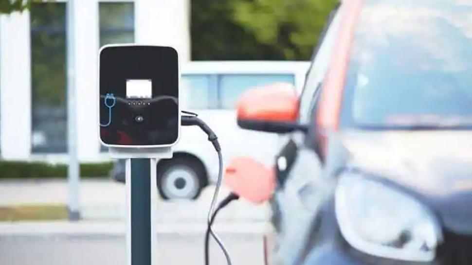 अपनी कार को आज ही कराएं इलेक्ट्रिक कार में कन्वर्ट, 74 पैसे में चलेगी 1 KM