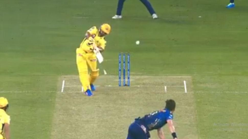 बोल्ट की खतरनाक गेंद, सुरेश रैना का विकेट भी गया और बल्ला भी टूटा, देखिए VIDEO