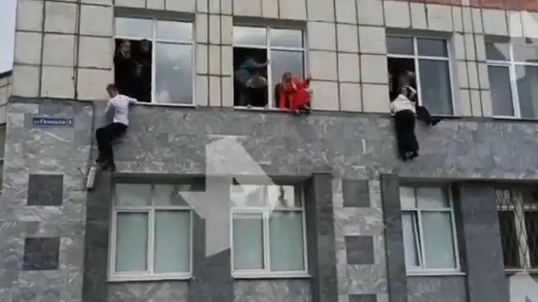 रूसी यूनिवर्सिटी में गोलीबारी में 8 की मौत, जान बचाने के लिए खिड़कियों से कूदे छात्र