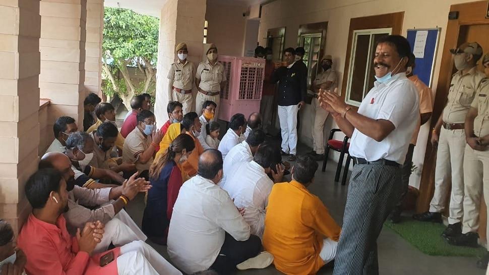 Jaipur निगम हेरिटेज में अधिकारी-पार्षद आपस में भिड़े, इंजीनियर चैम्बर से धक्के मारकर निकाला बाहर