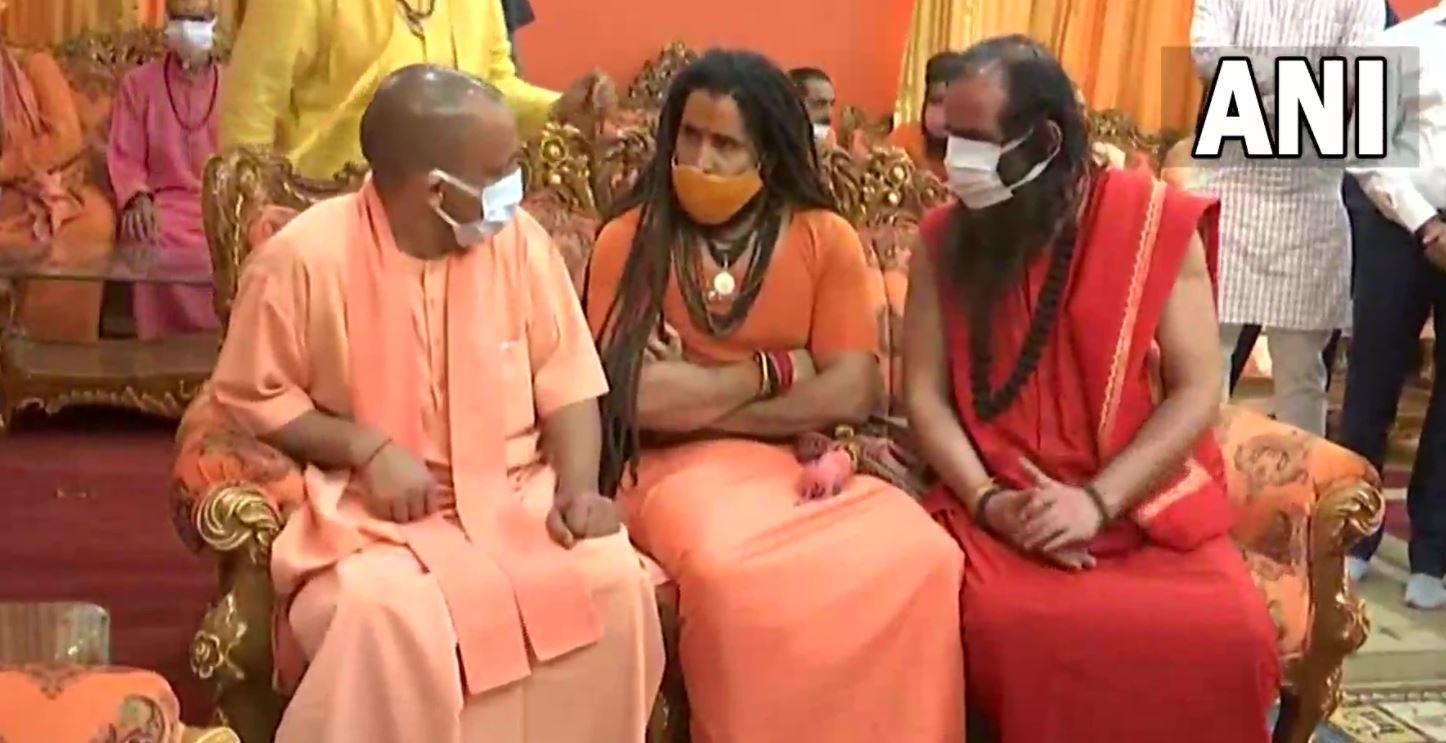 योगी ने महंत गिरी को दी अंतिम श्रद्धांजलि, कहा- उनकी मृत्यु दुखद घटना
