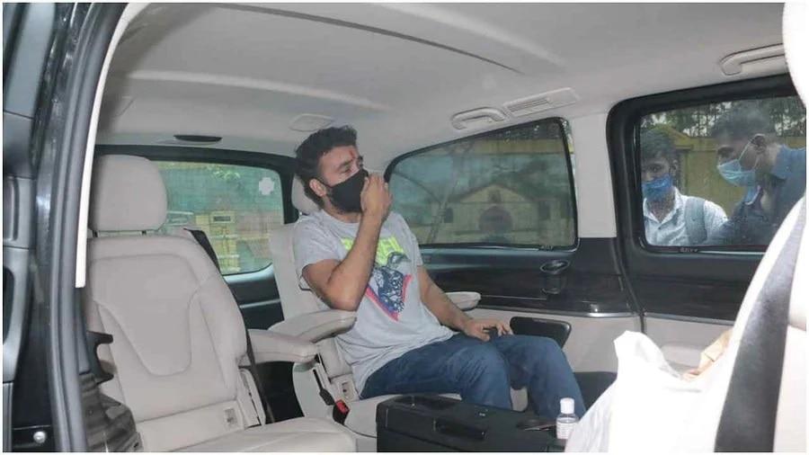 दो महीने बाद नम आंखों से घर लौटे राज कुंद्रा, शिल्पा ने ट्रोलर्स को दिया मुंहतोड़ जवाब