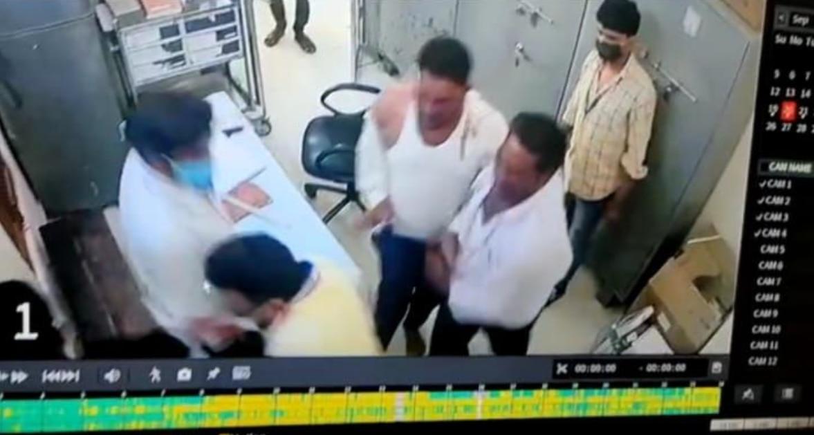 चिकित्सक और नर्सिंगकर्मी के साथ अस्पताल में मारपीट, CCTV में कैद हुई पूरी घटना