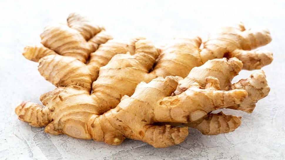 Ginger Home remedies: सर्दी की इन समस्याओं का इलाज है अदरक, जानें इस्तेमाल करने का तरीका