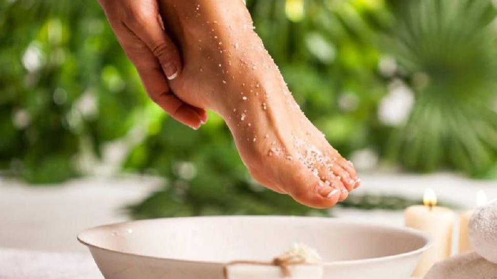 Fruit Scrub: पैरों की देखभाल इन फ्रूट स्क्रब के बिना है अधूरी, क्या आपको है ये जानकारी