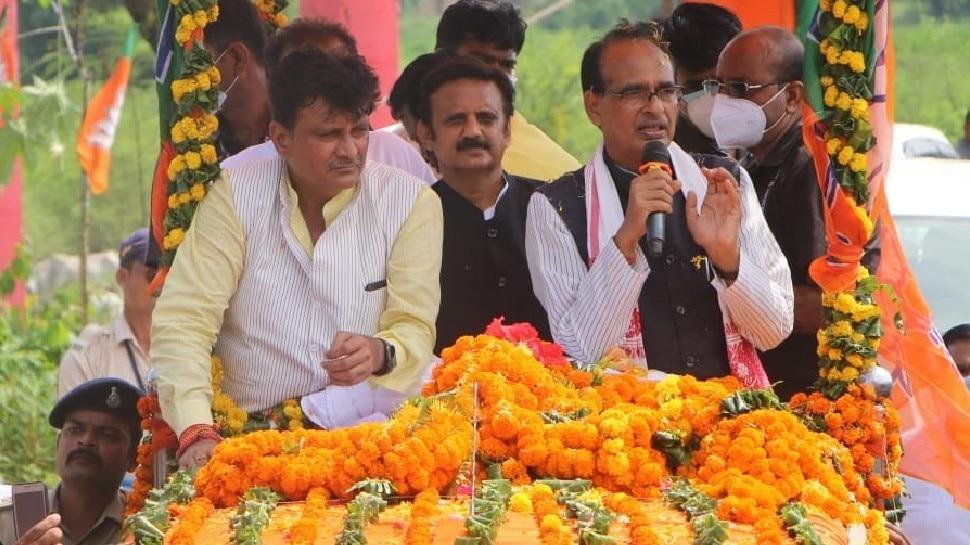 क्रांतिकारी ठाकुर रणमत सिंह के परिवार ने CM को भेंट की तलवार, शिवराज बोले- स्मारक बनाएंगे