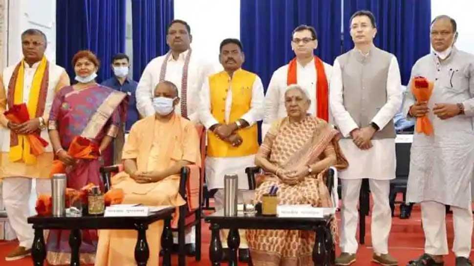 योगी सरकार के नए मंत्रियों में 1 GEN, 3 OBC, 2 SC और 1 ST, जानिए इसके सियासी मायने