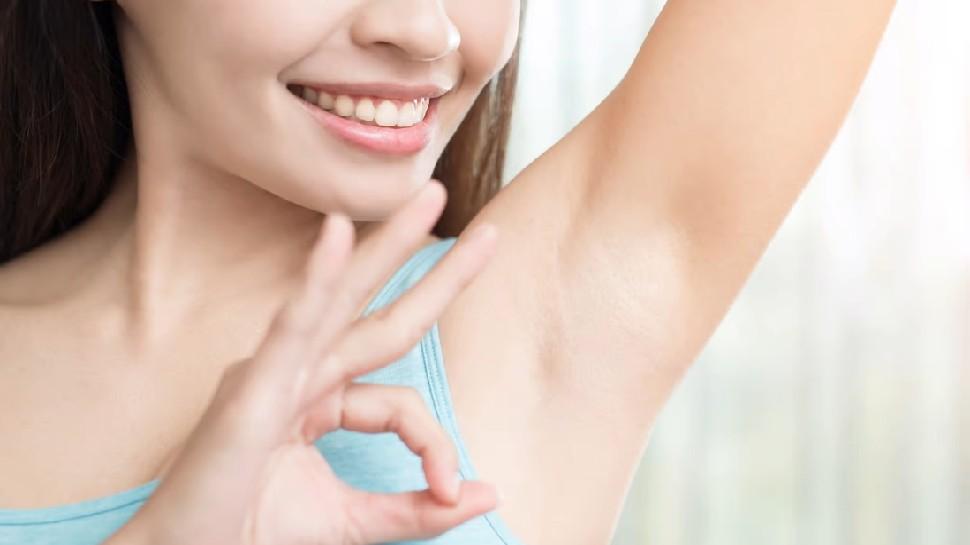 How to clean underarms: मिनटों में अंडरआर्म्स का कालापन हटा देंगी ये चीजें, जानें कैसे