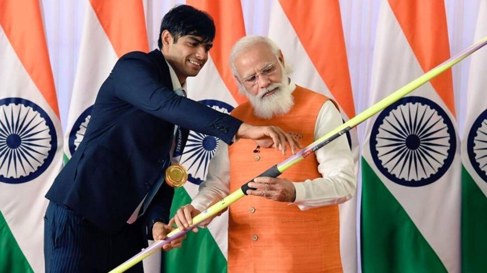 Neeraj Chopra के भाले पर लगी रिकॉर्डतोड़ बोली, जानिए PM मोदी के किस तोहफे की कितनी कीमत