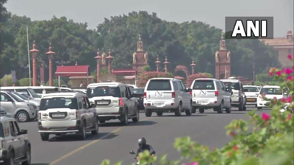 Rahul Gandhi का काफिला पहुंचा राष्ट्रपति भवन, डेलीगेशन प्रेसिडेंट को सौंपेगा ज्ञापन