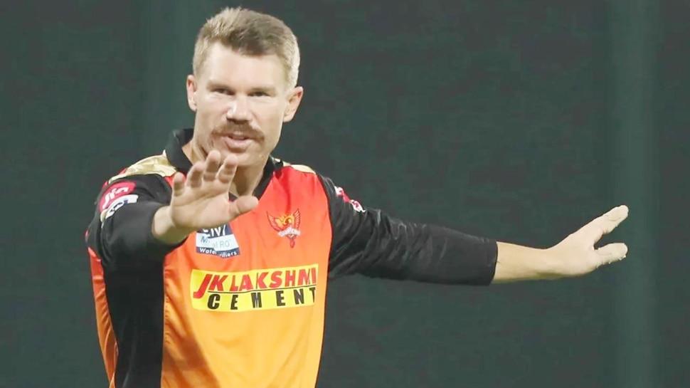सनराइजर्स हैदराबाद पर वॉर्नर ने लगाए सनसनीखेज आरोप, बोले- 'बिना कारण बताए मुझसे कप्तानी छीन ली'