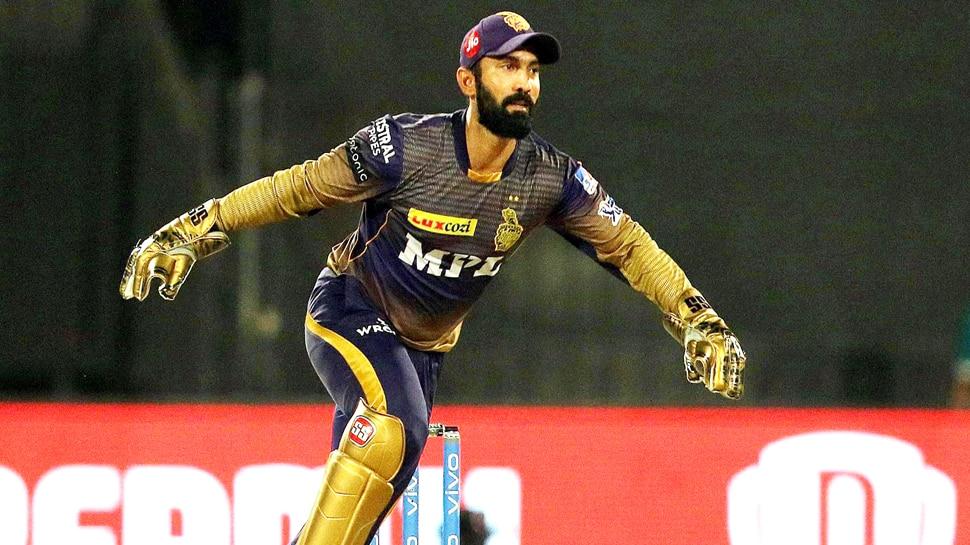 IPL 2021: दिल्ली के खिलाफ मैच में कार्तिक ने की ऐसी हरकत, BCCI ने दी बड़ी सजा