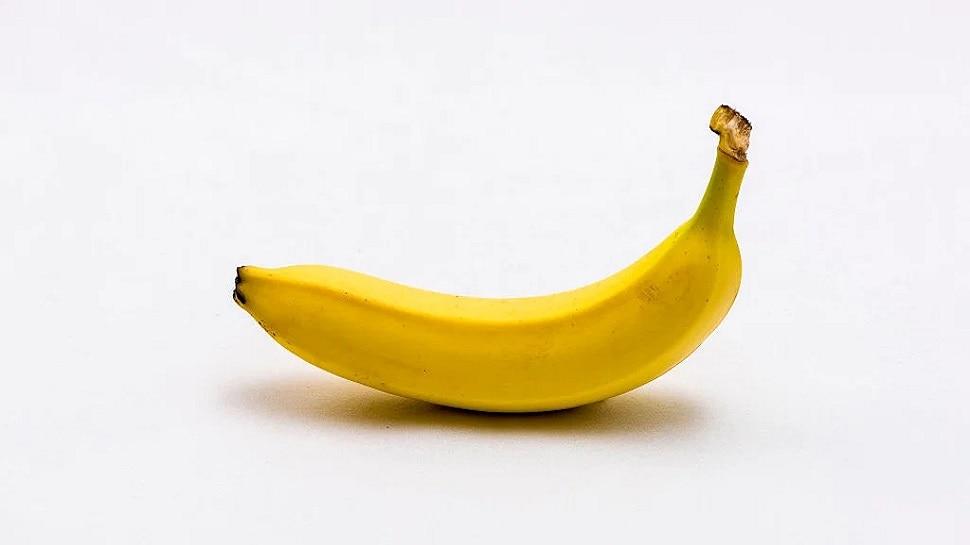 Eating Banana: इस वक्त केला खाने से मना करते हैं लोग, क्या सच में हो जाते हैं बीमार?