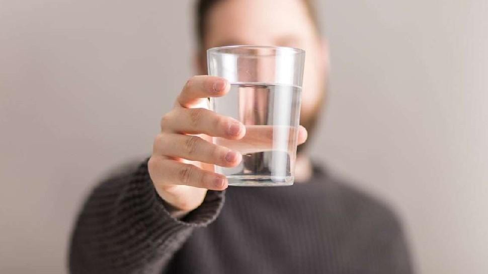 Hot Water Advantages:गर्म पानी में मिलाकर इन चीजों का करें सेवन, पाचन रहेगा ठीक, मिलेंगे यह कमाल के फायदे