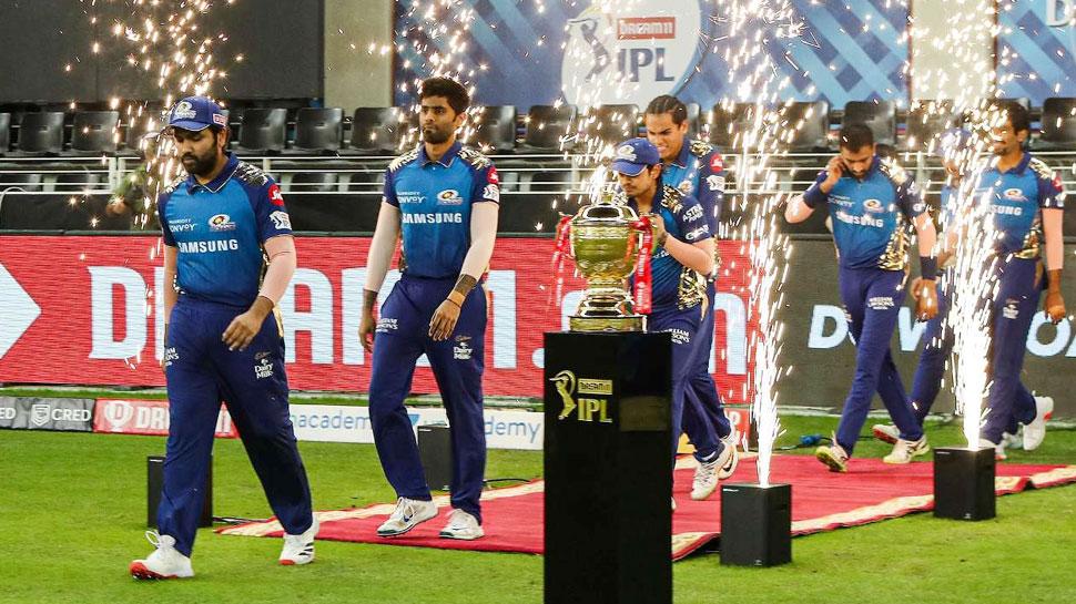 IPL 2022 Mega Auction से पहले Mumbai Indians तीन स्टार प्लेयर्स को करेगी रिटेन! इस 'मैच विनर' को लगेगा झटका?