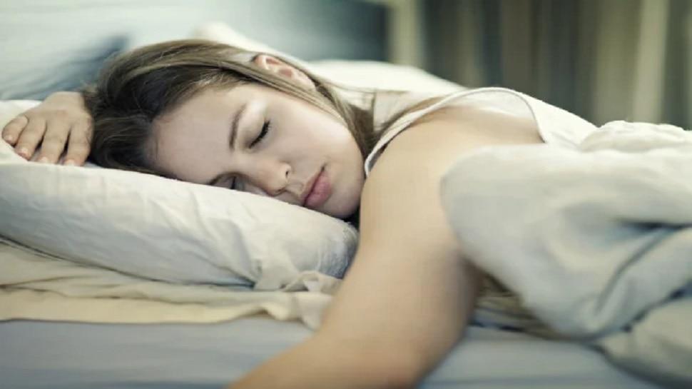 Tips for deep sleep: अगर रात में पाना चाहते हैं गहरी और आरामदायक नींद, तो आज ही अपनाएं ये टिप्स