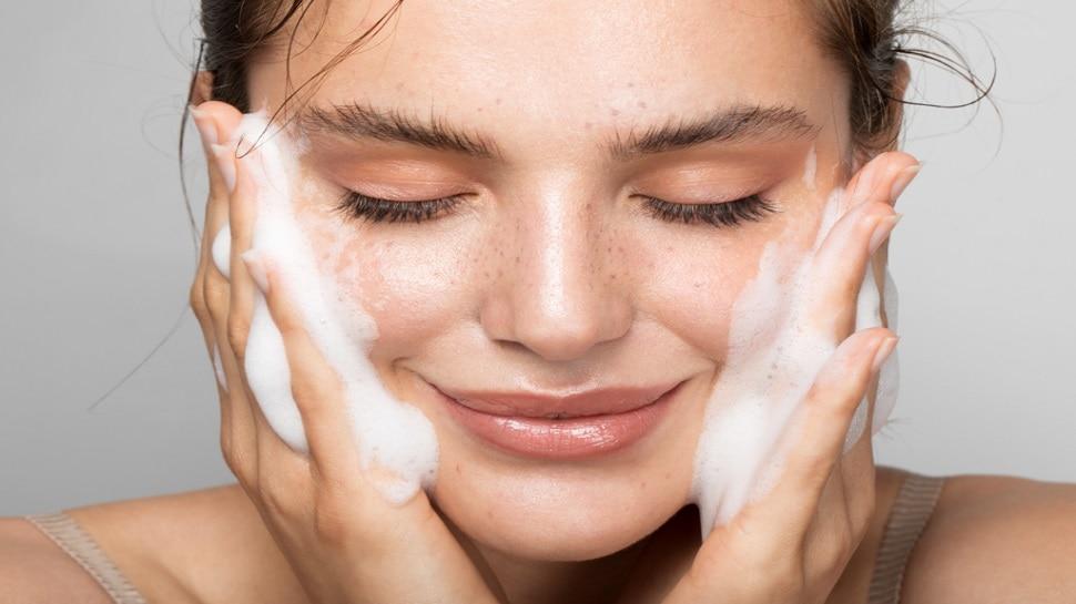 Skin Care: सुबह उठकर चेहरे को दें सिर्फ 10 मिनट, ये टिप्स बदल देंगे रंग-रूप, चमक जाएगा चेहरा
