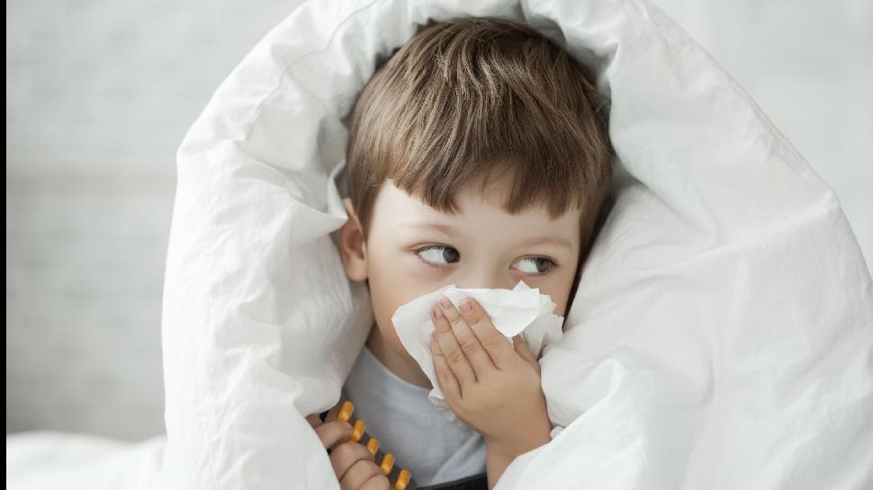 Health News: आपके बच्चे को भी हो रहा है खांसी और जुकाम तो अपनाएं ये 4 घरेलू उपाय, तुरंत मिलेगा आराम