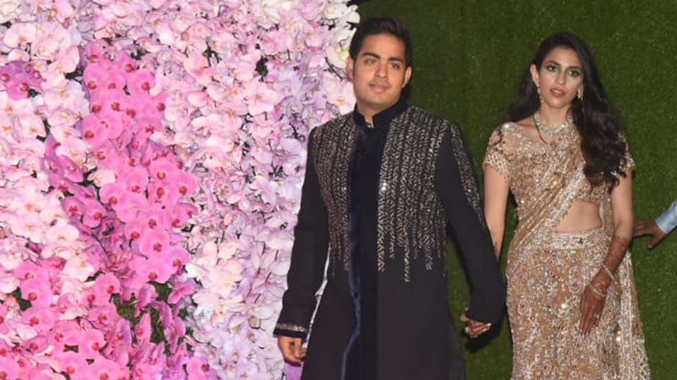 akash ambani reaches the Reception venue with Shloka Mehta