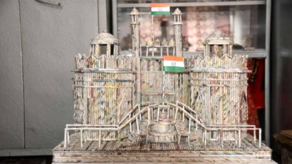 Muzaffarnagar Artist Tushar Sharma made Lal Quila and India Gate Replica with News Paper Waste