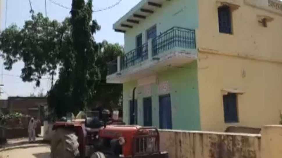 after fail in rape man burn a girl a live in aligarh