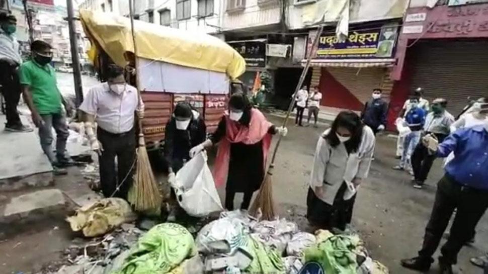नागरिकों ने संभाला सफाई का जिम्मा