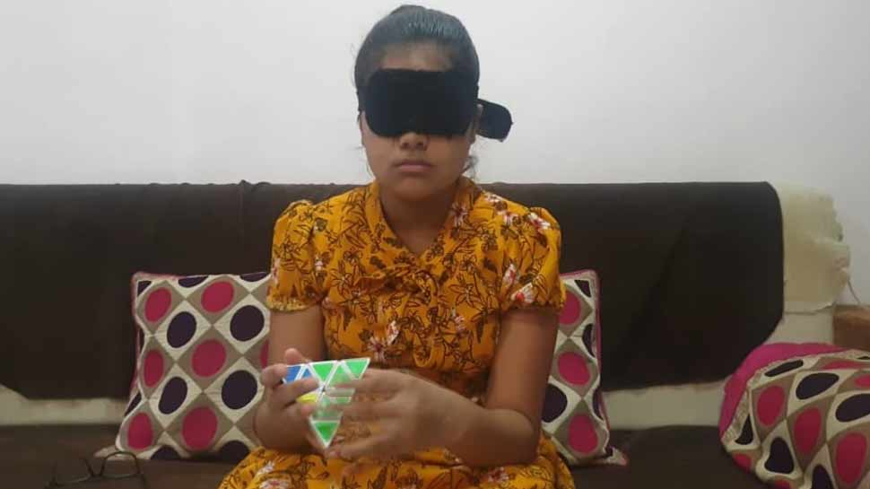The 10 year old girl Tanishka Chandran Passed 10th class examination, reads the book with blind folds
