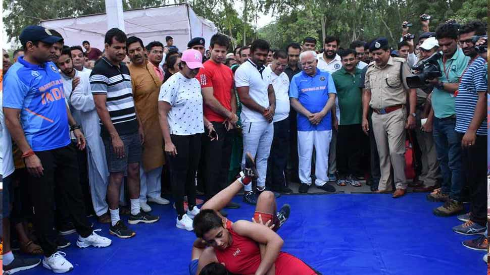 When suddenly Chief Minister Manohar Lal Khattar starts saying- kabaddi-kabadi between the game
