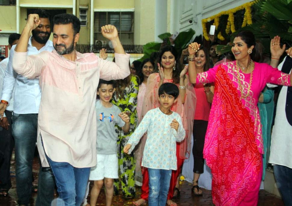 Shilpa Shetty Immerses Ganpati Bappa at her Residence in Mumbai watch Video
