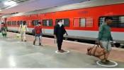 Jharkhand: कोरोना ने बढ़ाई प्रवासी श्रमिकों की मुसीबत,बड़ी संख्या में हो रहा पलायन