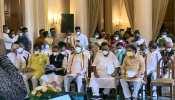 West Bengal: दीदी के मंत्रिमंडल में 43 नेताओं को मिली जगह, शपथ ग्रहण में दो गज की दूरी नहीं