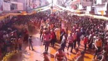 राजस्थान का एक ऐसा शहर, जहां महिलाओं पर रंग डालने पर पड़ते हैं कोड़े