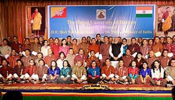 भूटान: यूनिवर्सिटी में सांसद के गंजे सिर पर PM मोदी ने फेरा हाथ, हंसने लगे लोग, देखें VIDEO